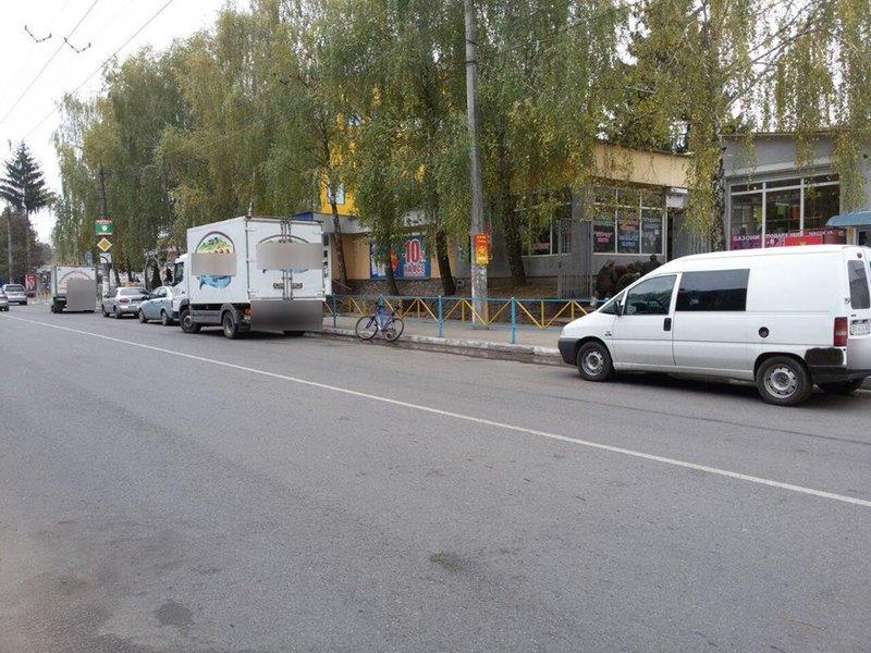 Учасники ДТП обї'жджали припаркований автомобіль