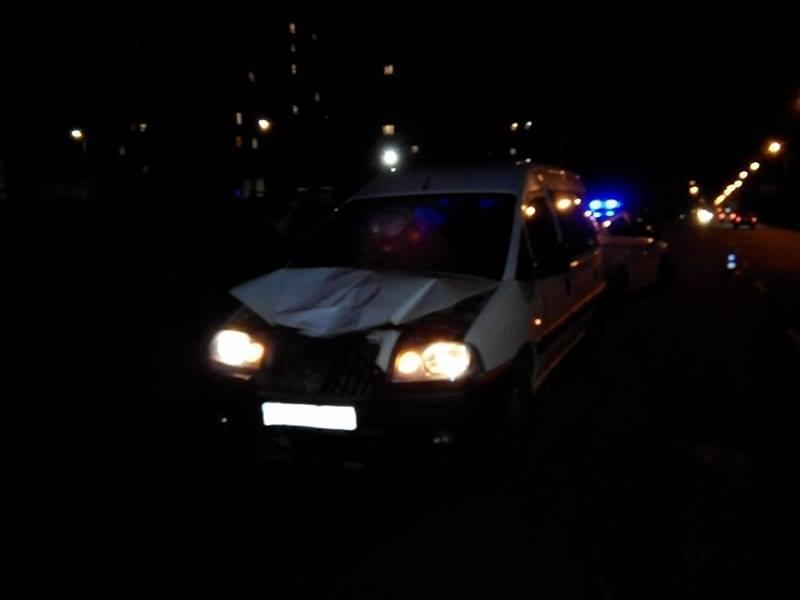 Автомобіль, який збив жінку в Хмельницькому, провіз її декілька сотень метрів