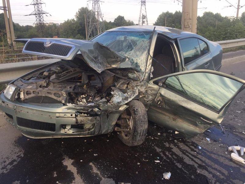 Внаслідок автопригоди автомобілі зазнали значних пошкоджень