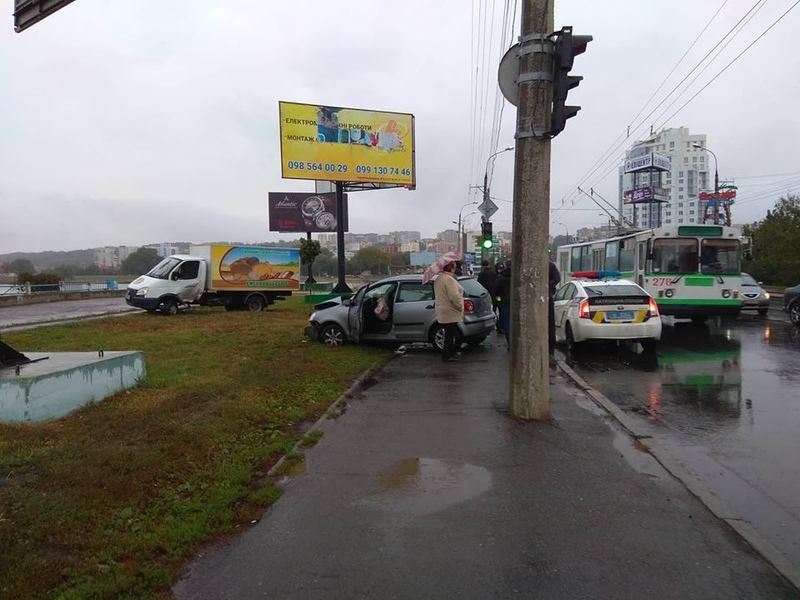 ДТП сталась на перехресті вулиць Прибузька-Бандери