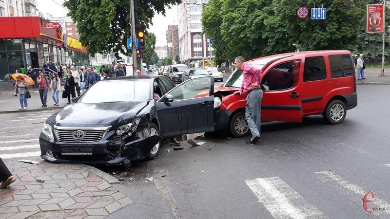 Аварія сталася на вулиці Подільській