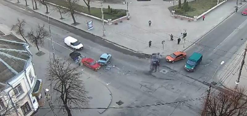 В аварії постраждали лише автомобілі