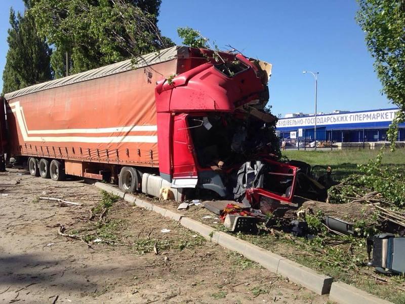 Водій вантажівки загинув на місці