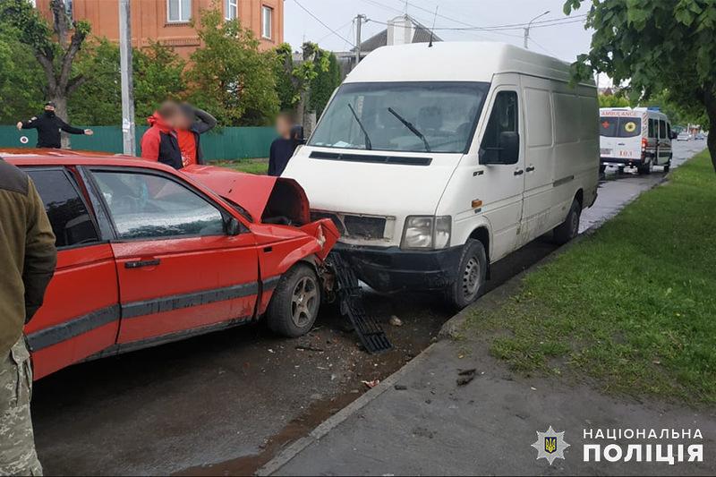 На Хмельниччині поліцейські встановлюють обставини ДТП, у якій травмувалось двоє людей