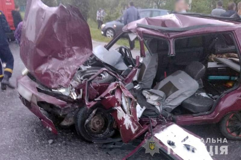 На Хмельниччині поліцейські з'ясовують обставини ДТП, в якій одна людина загинула і троє травмувалися