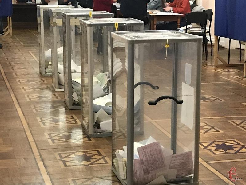 Трохи більше 40 відсотків виборців прийшли на виборчі дільниці