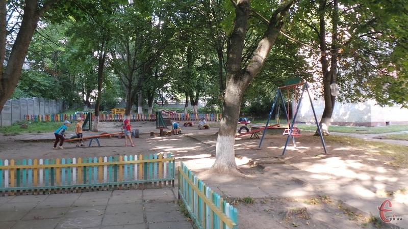 У Хмельницькому шукатимуть кращий благоустрій територій шкіл та дитячих садочків