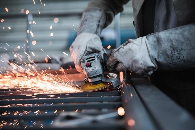 Частині безробітніх пропонують роботу в сфері промисловості