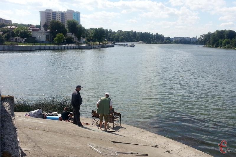 Чимало рибалок і на Південному Бузі, у Хмельницькому