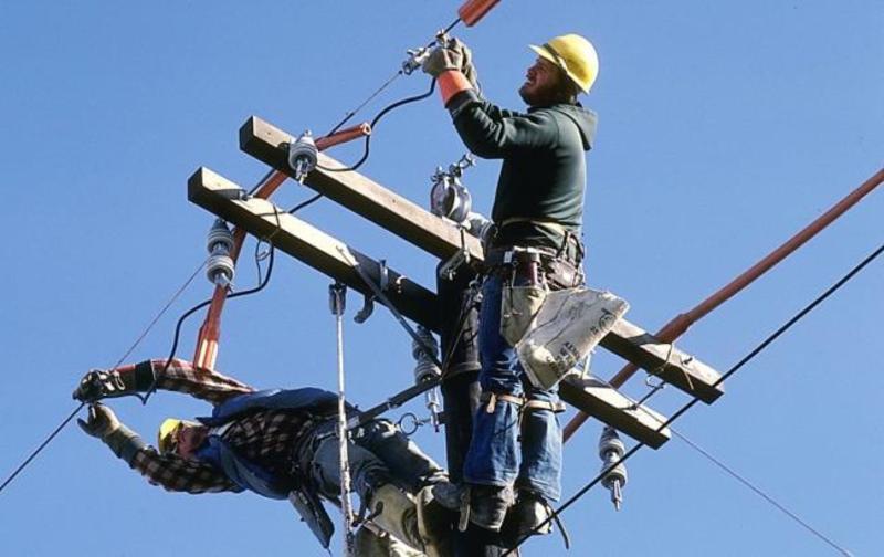 У Хмельницькому продовжують ремонтувати електролінії