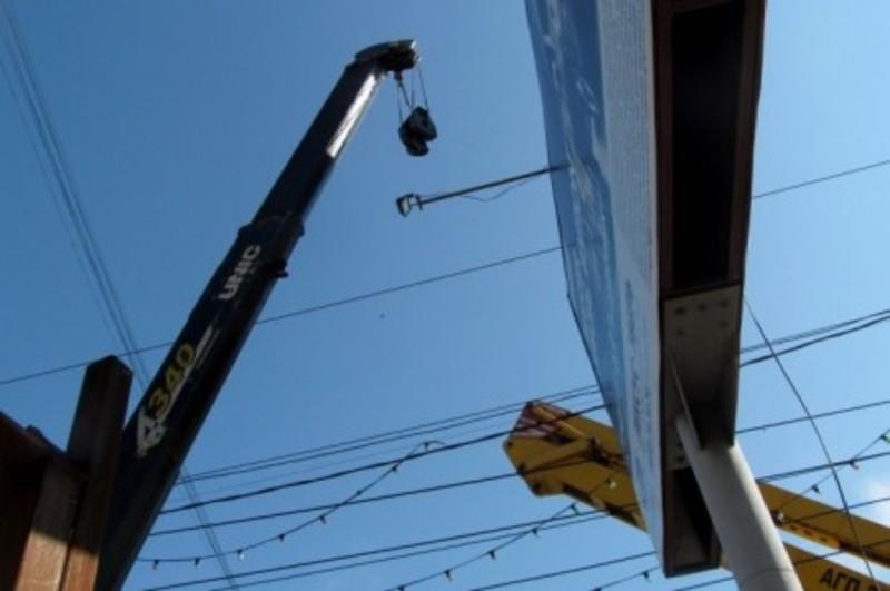 З вулиць міста демонтують зовнішню рекламу, котра не відповідає правилам розміщення або ж самовільно встановлена