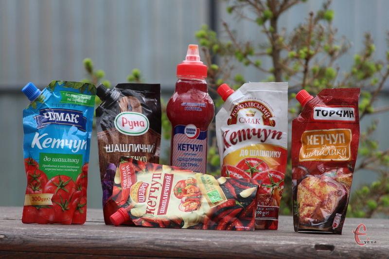 Аби допомогти вам уникнути розчарування після купівлі, ми провели чергову дегустацію, у якій проаналізували склад та порівняли смак шести найпопулярніших в торговій мережі кетчупів.