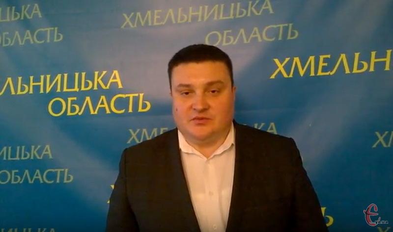 Василь Василенко на Хмельниччині працює півроку.