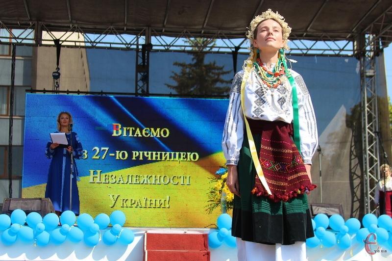 У Хмельницькому, як і в інших містах України, сьогодні відзначають 27-му річницю Незалежності