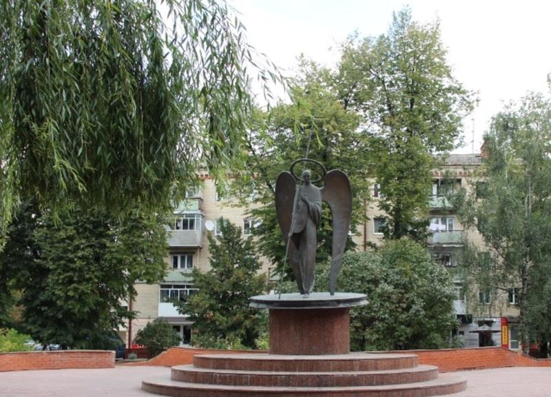 16 травня - день пам'яті і скорботи про жертви, які загинули або постраждали в Україні в наслідок політичних репресій комуністичного режиму