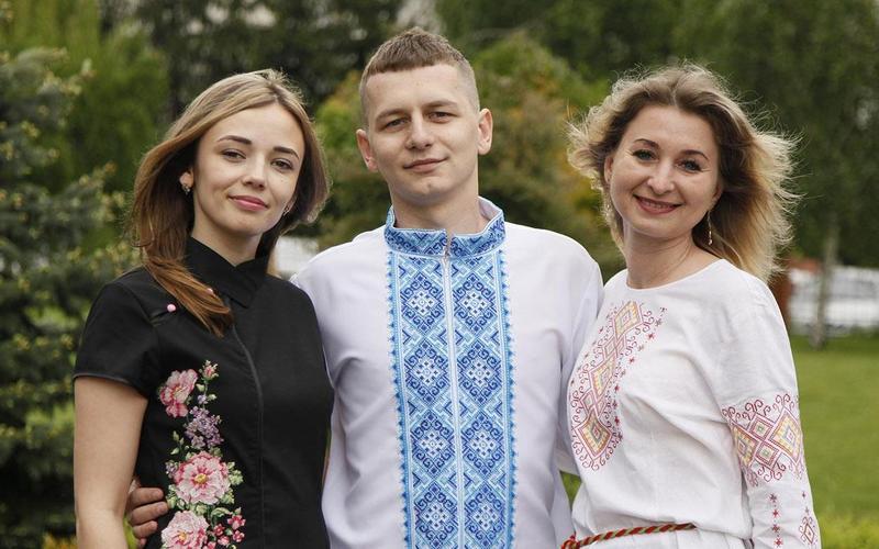 День вишиванки покликаний зберегти споконвічні народні традиції створення та носіння українського одягу