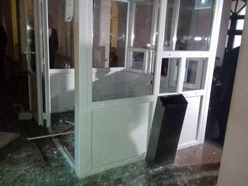Депутат Бурлик погромив кабінку у якій сиділи Нацгвардійці.