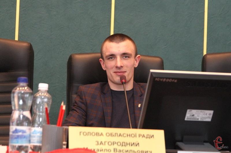 Віктор Бурлик, який 22 березня під час перерви сидів у кріслі голови облради, 27 березня виступ із трибуни з запитом до правоохоронців