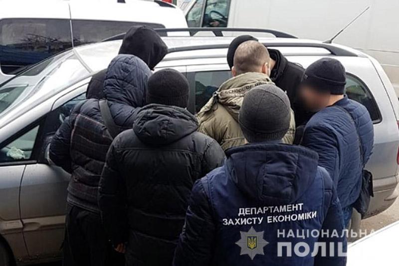 За версією правоохоронців, народний обранець вимагав 13 тисяч гривень