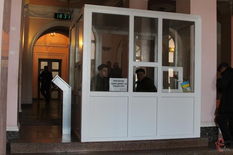 Пропускний режим у Будинку рад працює з листопада цього року