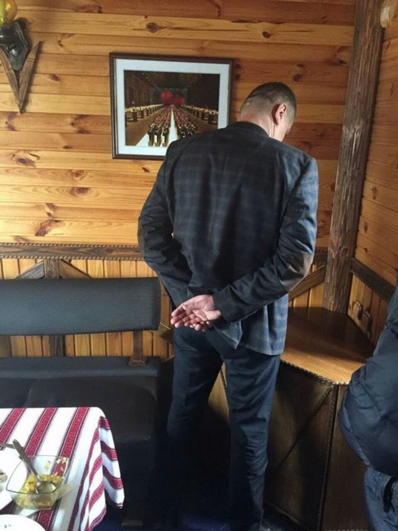 Чиновника затримали у одній із кав'ярень Хмельницького