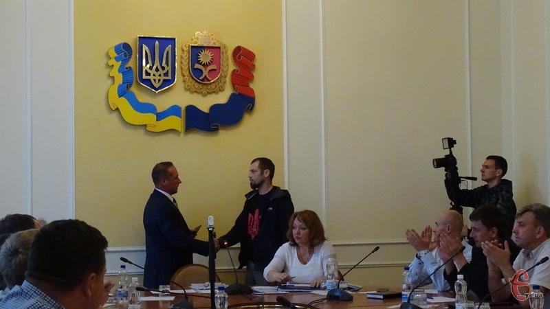 Добровольці отримали посвідчення від обласної ради