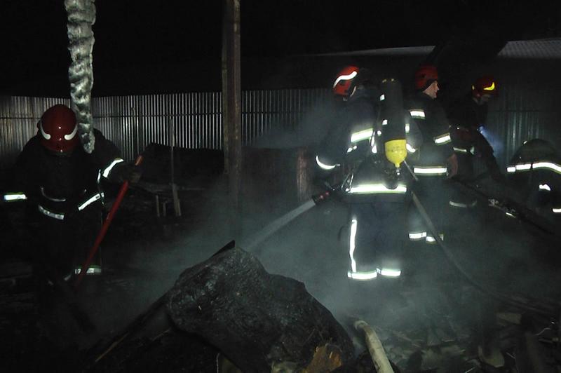 Рятувальники ліквідували пожежу відходів виробництва на території столярного цеху