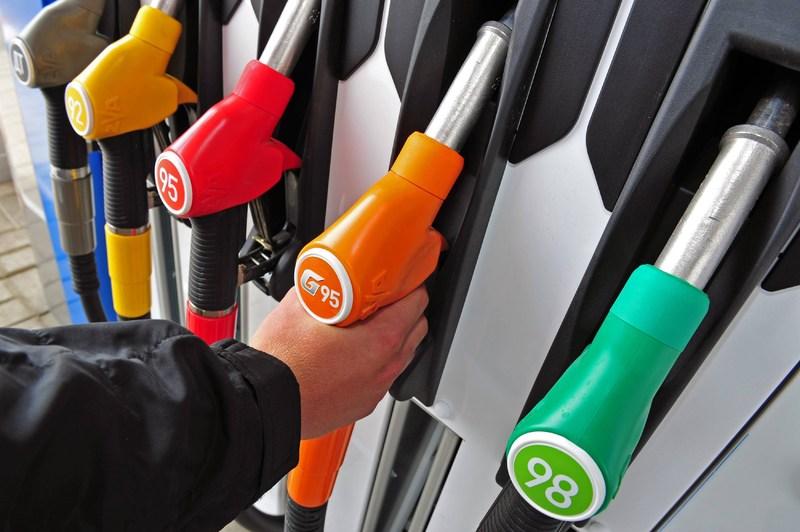 Дешево паливо виявилося не справжнім. Чоловік залишився без 9600 гривень