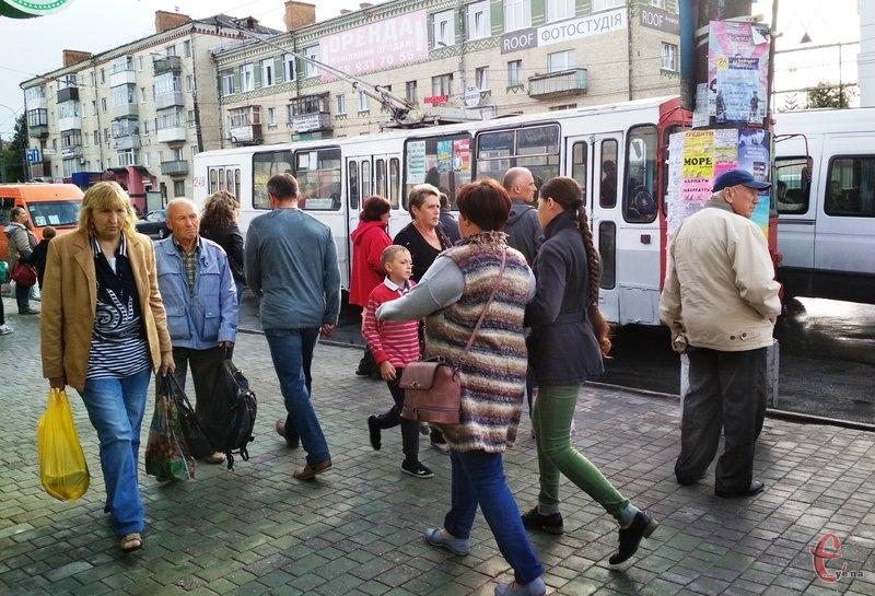 За останній рік кількість осіб, які сплачують за проїзд у тролейбусах різко знизилася