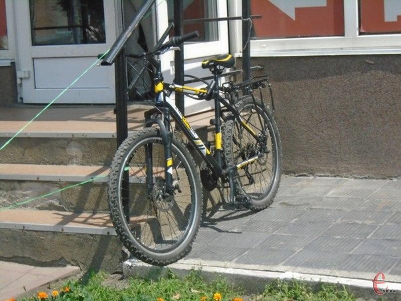Можна буде підкачати колесо, підкрутити велосипед набором шестигранників
