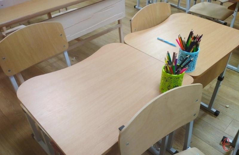 На закупівлю шкільних парт та стільців виділено майже 6 мільйонів гривень