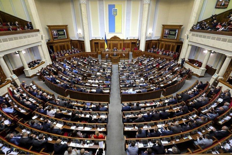 Верховна Рада в першому читанні ухвалила проект змін до Конституції щодо курсу України - до ЄС та НАТО