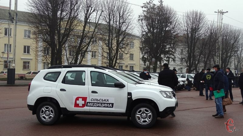 Сільські амбулаторії Хмельниччини поповнилися автомобілями
