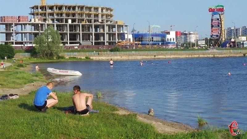 Хмельничан запрошують поприбирати біля річки