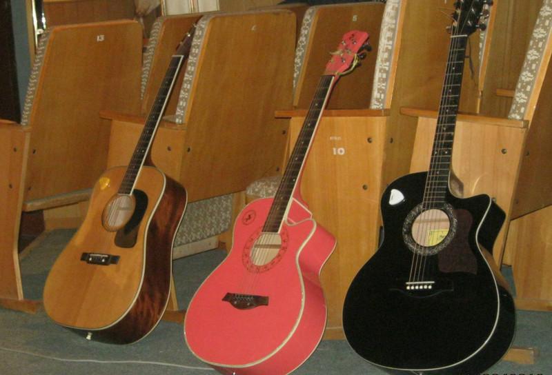 На концерті звучатимуть гітари, фортепіано, скрипка та інші інструменти