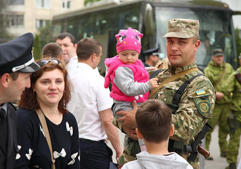 На батьків чекали діти і дружини