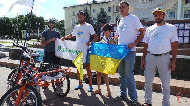 Учасники благодійного велопробігу приїхали до Хмельницького
