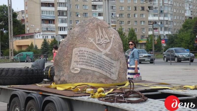 Камінь везуть через українські міста, щоб нагадати українцям про конотопську битву