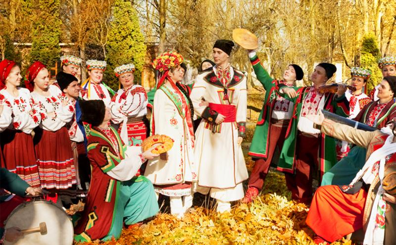 Художнім керівником ансамблю «Поділля» є заслужений артист України Анатолій Кондюк