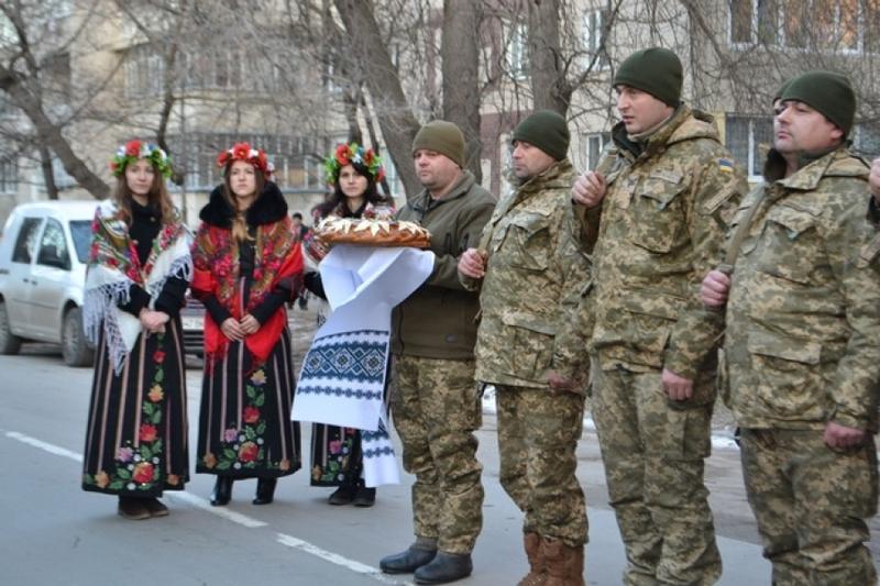 Військових урочисто зустріли містяни