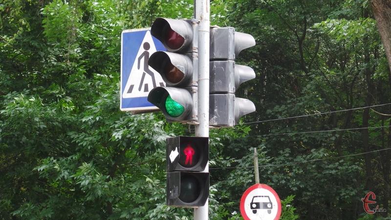 Світлофори встановлюватимуть на місцях, де стається найбільше аварій