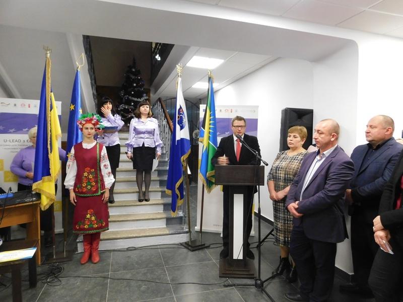 Чемеровецький центр надання адмінпослуг поки єдиний, у якому обслуговуватимуть мешканців і громади, і району