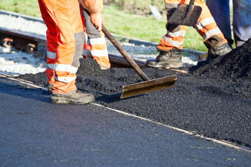 Дорожники ремонтують автодорогу хмельницький-Віньківці-Ялтушків