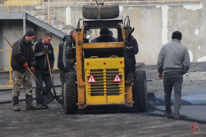 Торік із держбюджету на ремонт доріг Хмельницької області витратили 128 мільйонів. Якою буде сума в 2016 році й досі невідомо