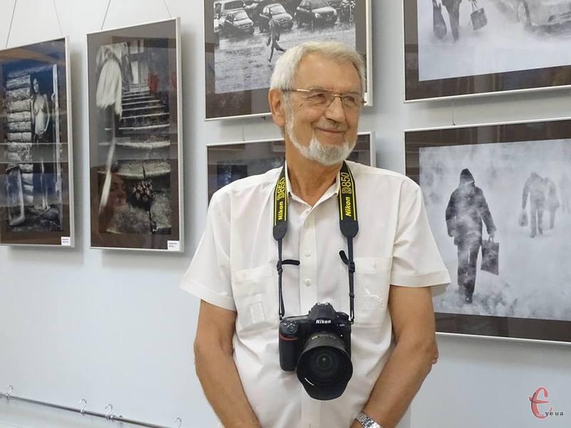 Олег Куцький професійним фотографом став працювати в Одеському порту з 1980 року