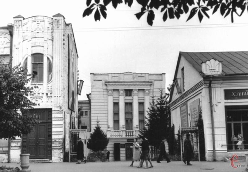 Цього дня у 1938 році в Проскурові працювала знімальна група на чолі з відомим кінорежисером Олександром Довженком
