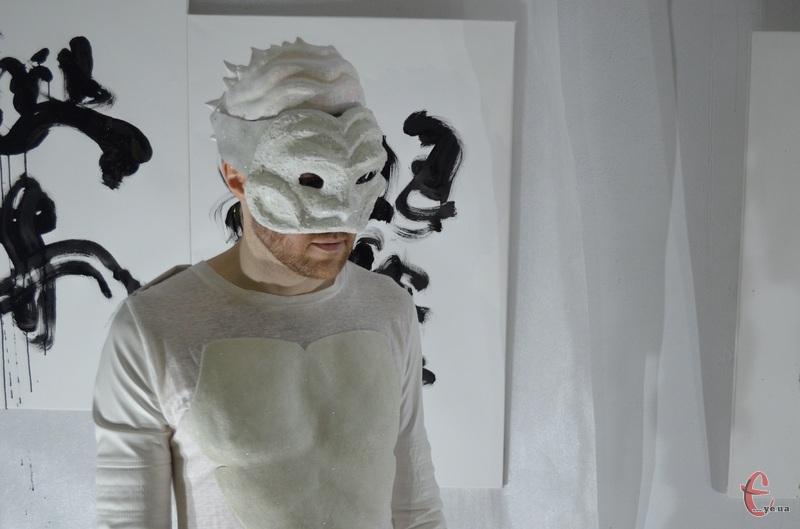 Під час шоу Богдан Пархоменко завжди одягає маску і стає Райрю – блискавичним драконом