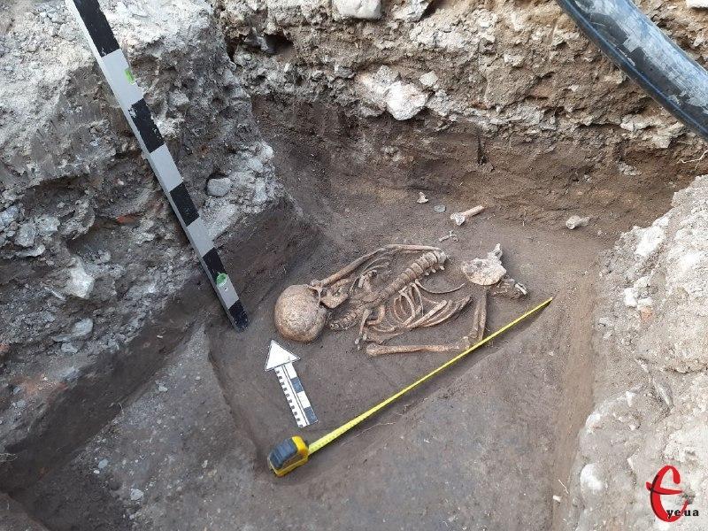 Натрапили на поховання неподалік Вірменського бастіону на вулиці Францисканській