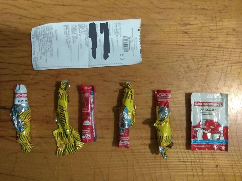Дріжджі заховали у цукерки