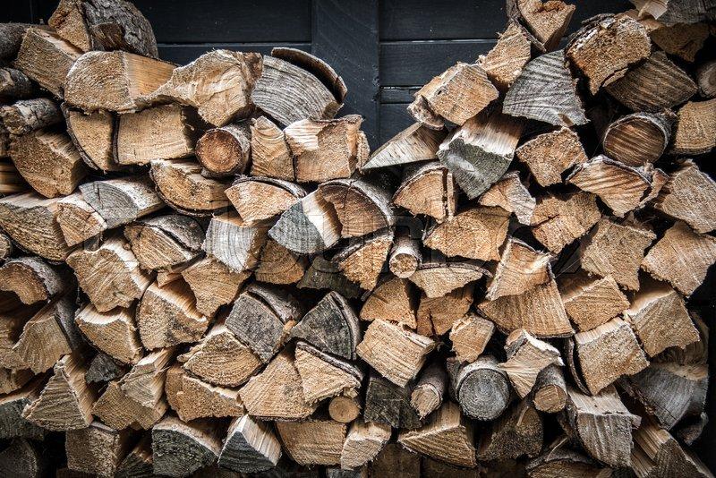 Люди, які опалюють будинки за допомогою дров, все частіше стають жертвами шахрайських схем